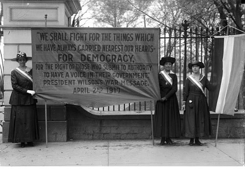 Women suffragettes in front of the White House, 1917